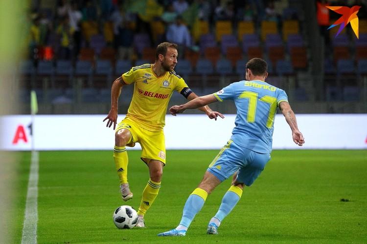 Как и положено капитану Игорь руководил игрой своей команды на поле
