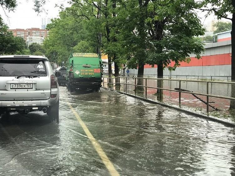 Ливневая канализация не справилась с последствиями мощного ливня