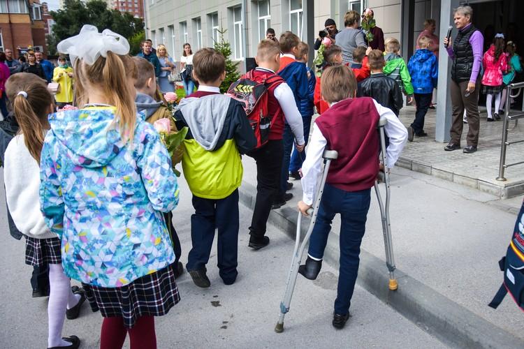 Любовь к школе - это когда гипс не повод прогулять первый день занятий.
