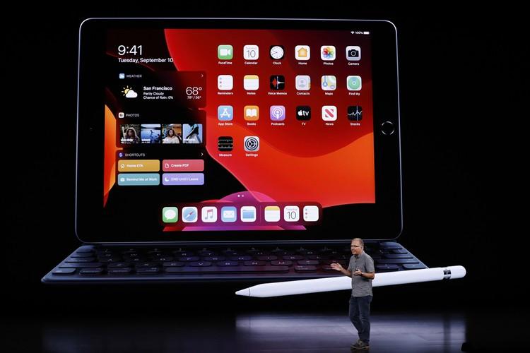 Новый iPad по сути заменяет собой ноутбук, тем более, что на нем доступна полноразмерная клавиатура