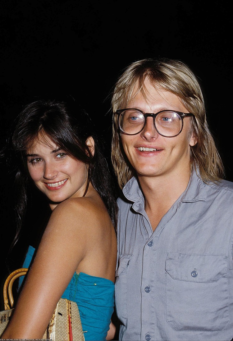 В 18 лет Деми вышла замуж за рок-музыканта Фредди Мура.