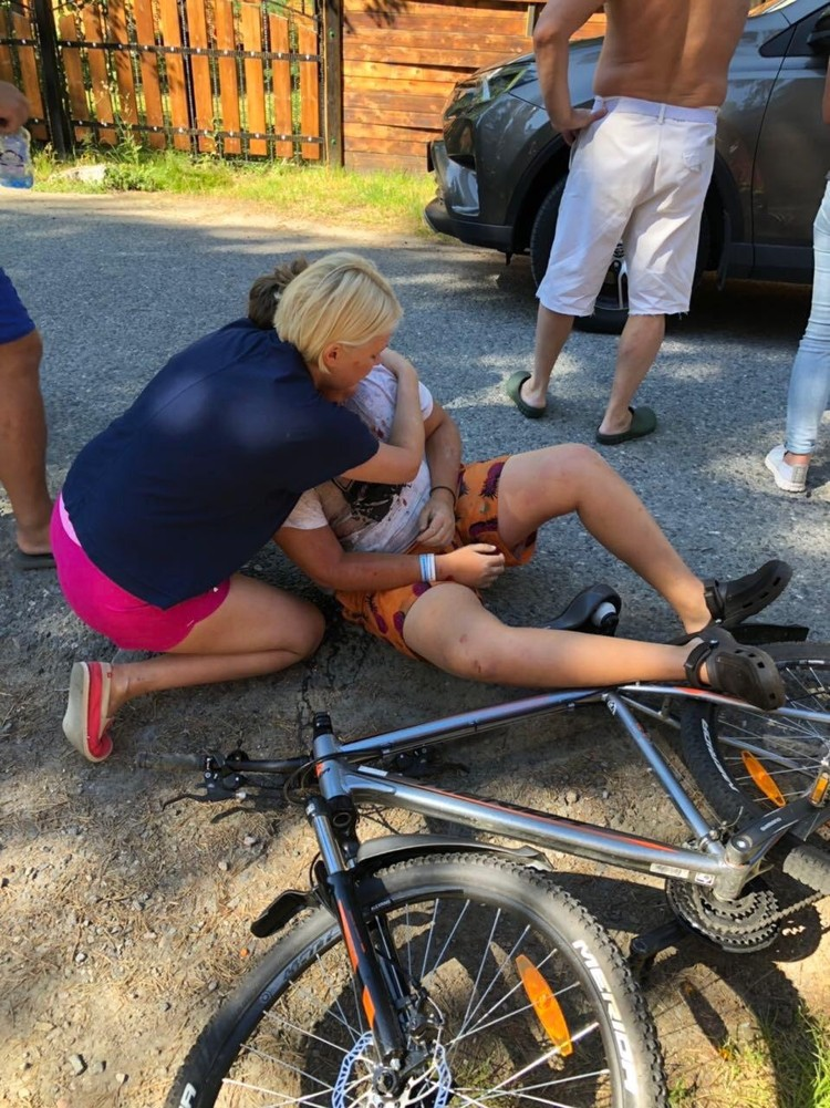 Мальчик после аварии получил сотрясение мозга, перелом челюсти и ушибы.