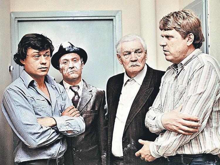 Одна из любимых народом ролей Михаила Кокшенова - в фильме 1983 года «Белые росы» (слева направо: с Николаем Караченцовым, Геннадием Гарбуком и Всеволодом Санаевым). Фото: Кадр из фильма
