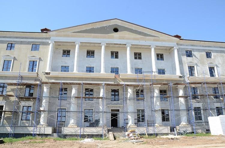 Главный фасад Усть-Лабинского Лицея.