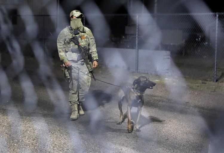 Военные готовы стрелять на поражение в случае штурма