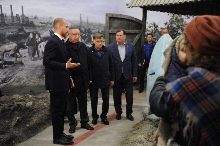 На открытие приехали губернатор Петребурга Александр Беглов и председатель Заксобрания Вячеслав Макаров.