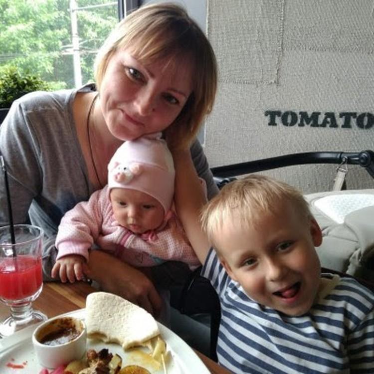 Татьяна Рыбкина с дочкой Настей и сыном Степой. Фото: Фонд борьбы с лейкемией.