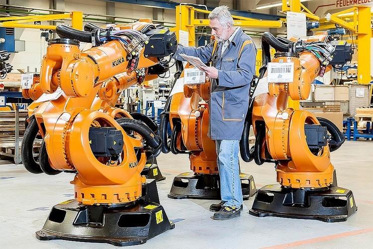 Из-за автоматизации производства и сельского хозяйства на заводах и фермах уже не нужно столько рабочих рук, как раньше