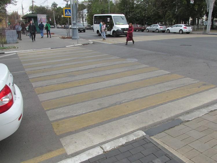 """улица Плехановская: съезд на """"зебру"""" есть только с одного тротуара"""