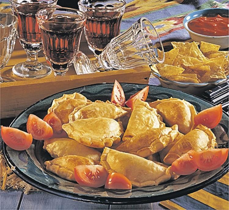 С чем есть: с уксусом, черным перцем и горчицей. Или, как и чебуреки, есть просто так!