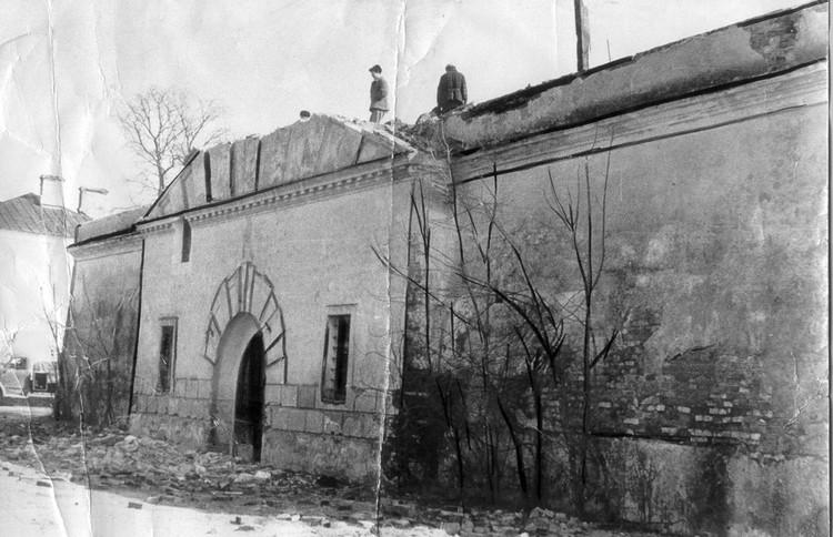 Замковой улица называлась из-за тюремного замка (на снімке - 1960-е). Фото: Архив музея