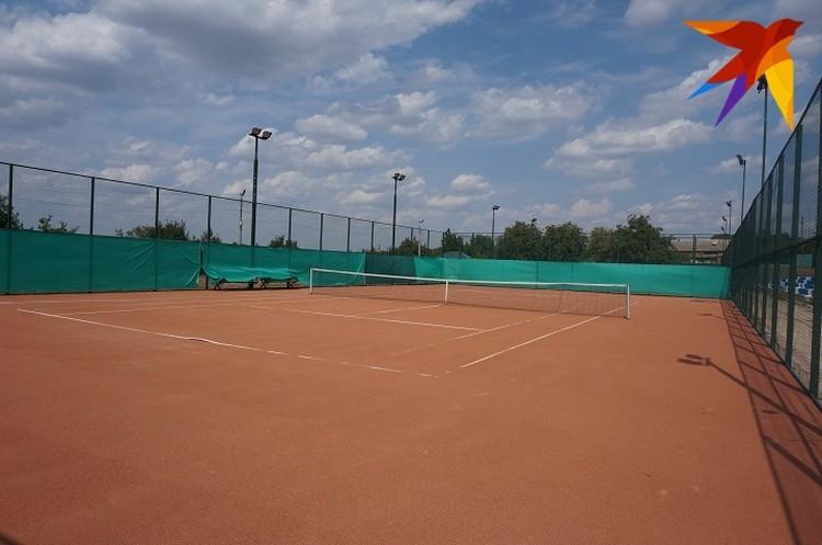 Открытый теннисный корт в селе