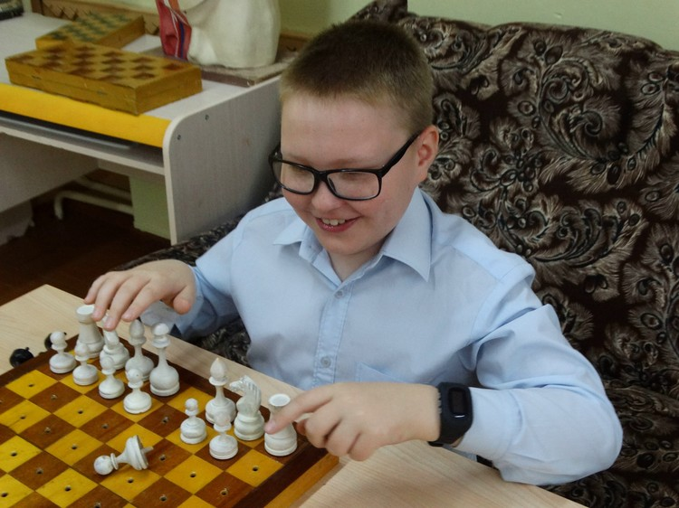 Дети установили свои правила во время шахматной партии