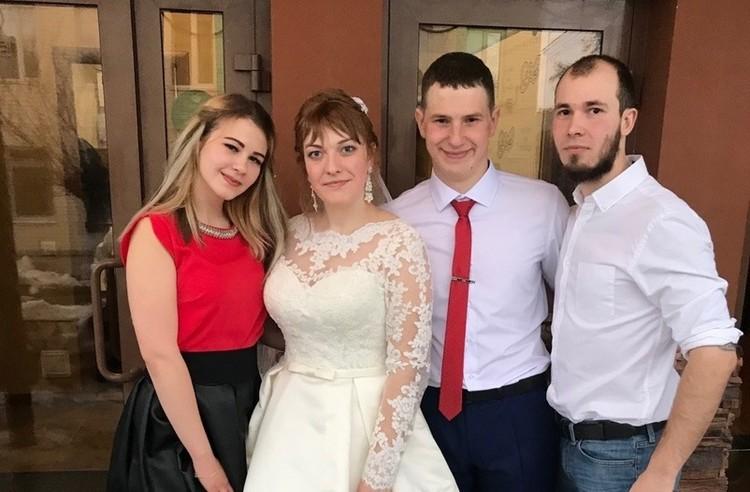 Кирилл Голубев с супругой на свадьбе у Юрия Граблина
