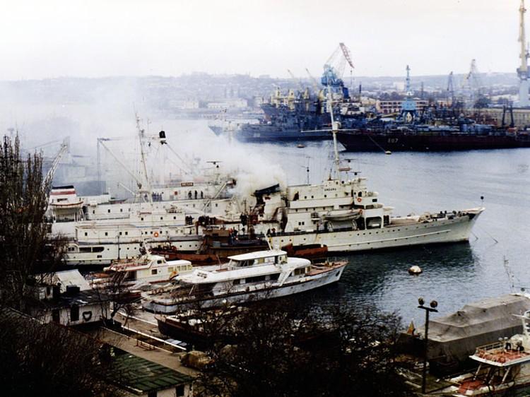 """Корабль в 1994 году. Фото:информационный ресурс """"Черноморский Флот"""""""
