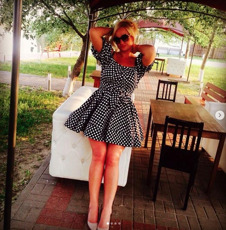 Наталья с удовольствием подчеркивала свою красоту дорогими нарядами. Фото: instagram.com/natarazum1981