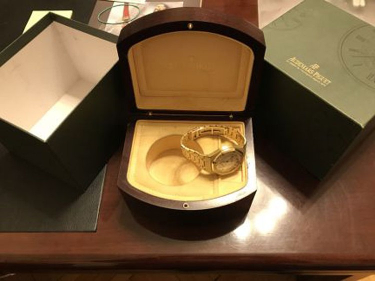 Муж Нонны Гришаевой, судя по всему, большой поклонник элитных часов: у него более 50 (!) объявлений о продаже дорогих аксессуаров. Фото: Avito.ru
