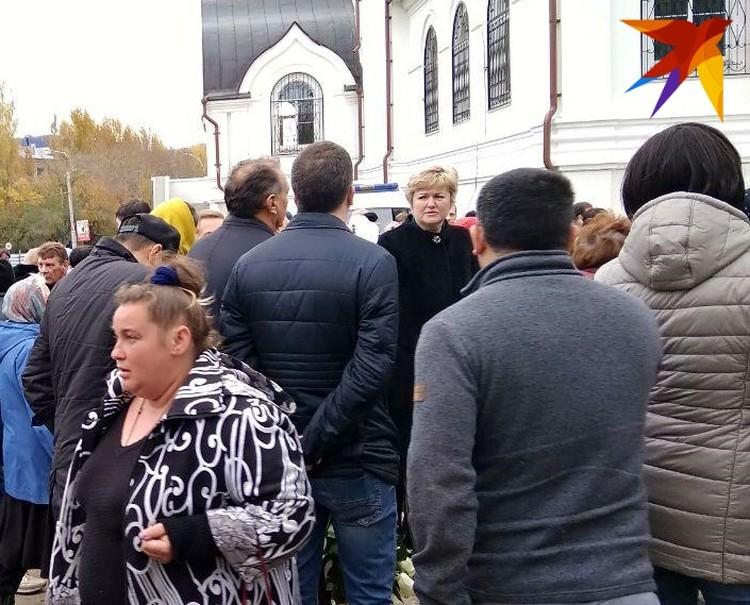 председатель правительства Саратовской области Стрелюхин приезхал на отпевание Лизы Киселевой