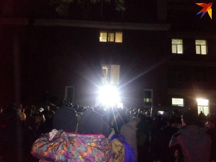 Тысячи людей впали в оцепенение после того, как узнали об убийстве Лизы