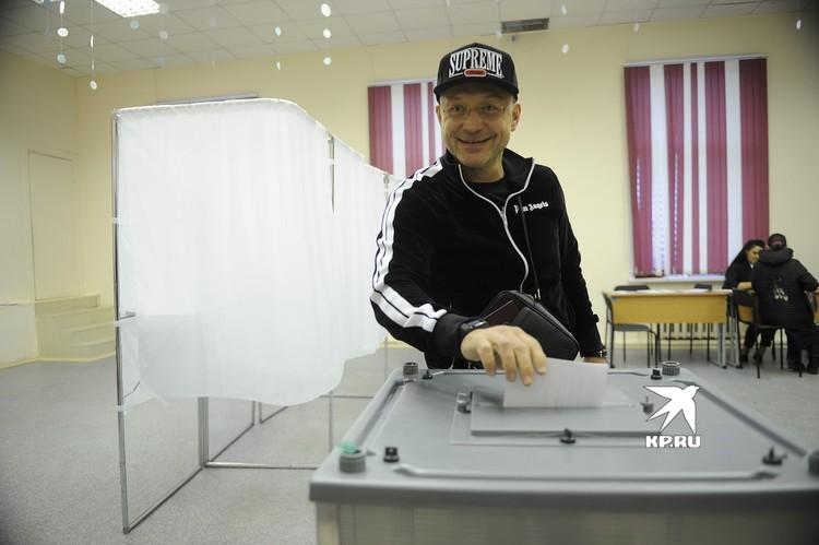 Игорь Алтушкин - меценат, на деньги которого будут строить храм Святой Екатерины, пришел голосовать под вечер.