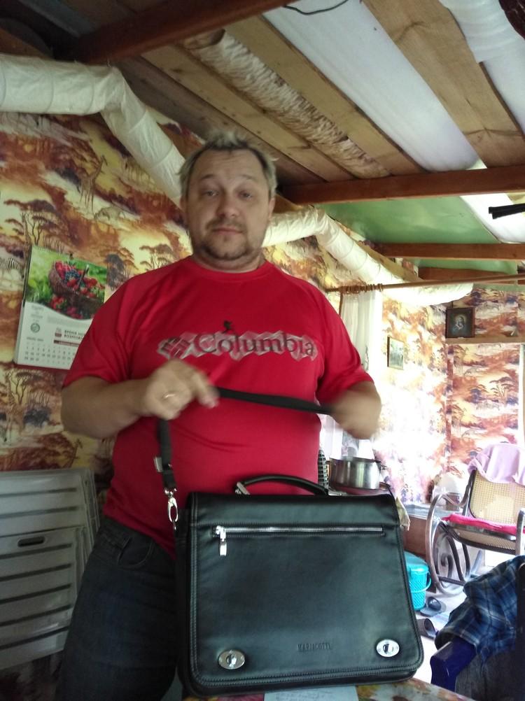 Максим Тихонов, предприимчивый домостроитель. Своих клиентов он в основном кормит завтраками.