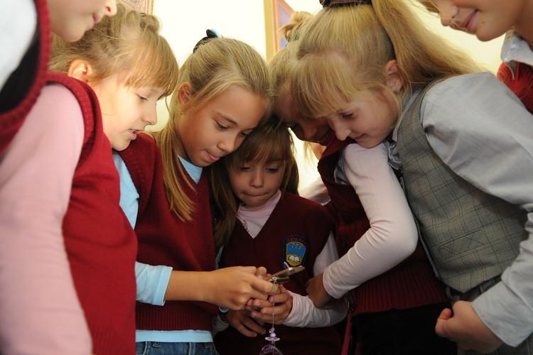 Иногда смартфон заменяет живое общение не только детям, но и взрослым