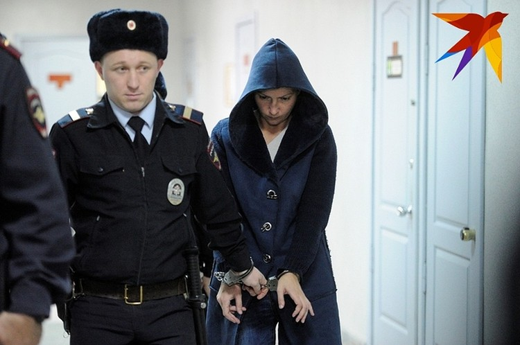 Екатерина Меньшикова три раза ударила острым предметом Ксению