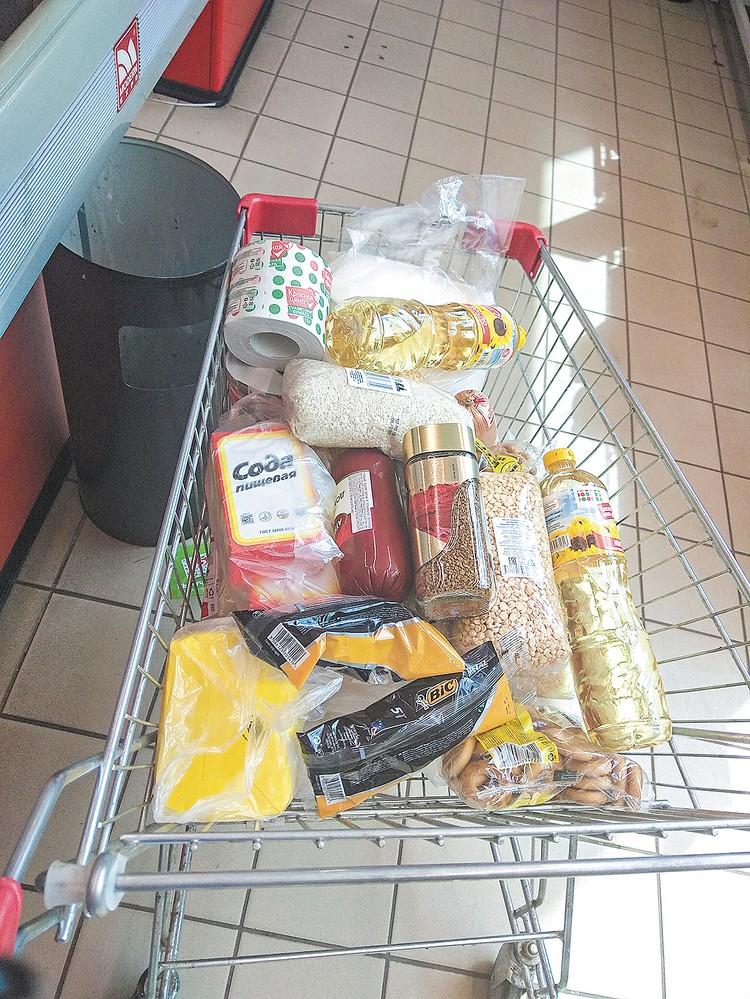 Перед тем, как приехать в общину, Сергей Бронников купил своим подопечным продукты.