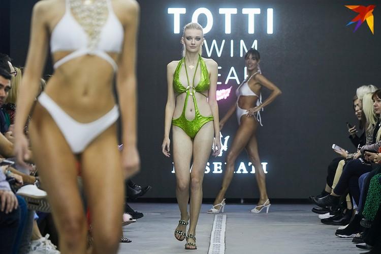 Взрослые показы недели моды закончились жарким дефиле.