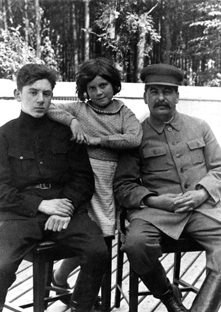 Светлана Аллилуева с отцом и братом Василием