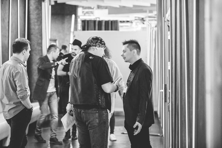 За кулисами концерта памяти Куллинковича собрались многие известные музыканты - жаль, что повод был не самым радужным. Фото: Варя ЛЕБЕДЕНКО