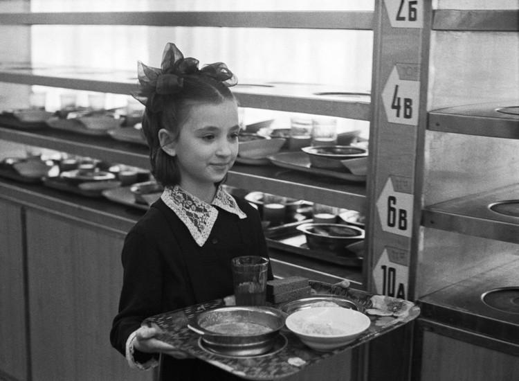 Большинству еда в школьных столовых нравилась. Фото: Геннадий Хамельянин/ТАСС