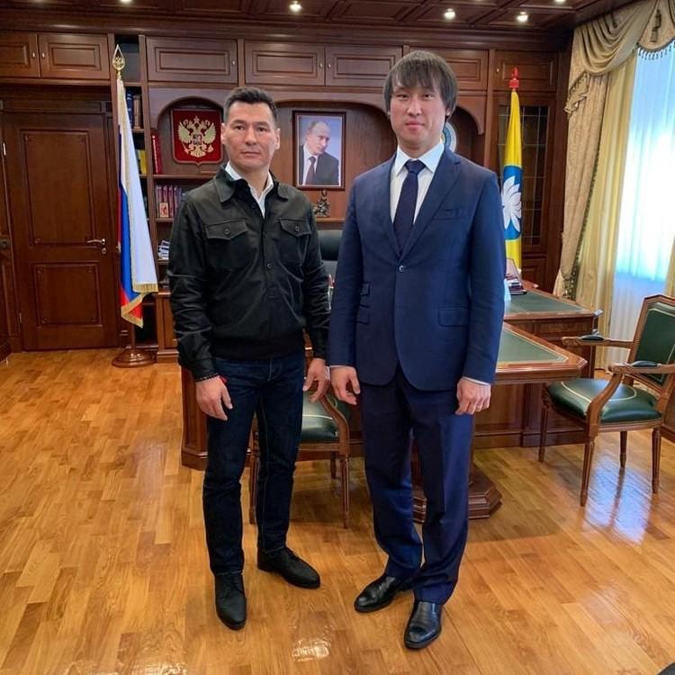 Бату Хасиков уверен, что Тарбаев справится с возложенными на него задачами. Фото: Instagram Бату Хасикова.