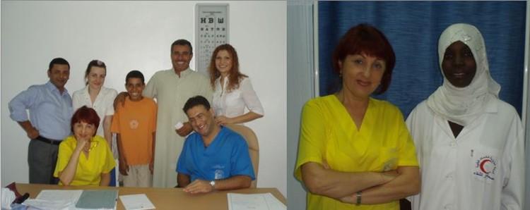 На приеме в клинике г. Триполи, Ливия Ц с бригадой помощников и со своей ливийской операционной сестрой.