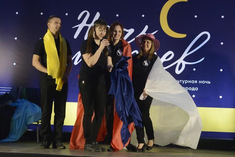 Плейбек-театр имени Милитова может выступать хоть в школах, хоть на городских праздниках.