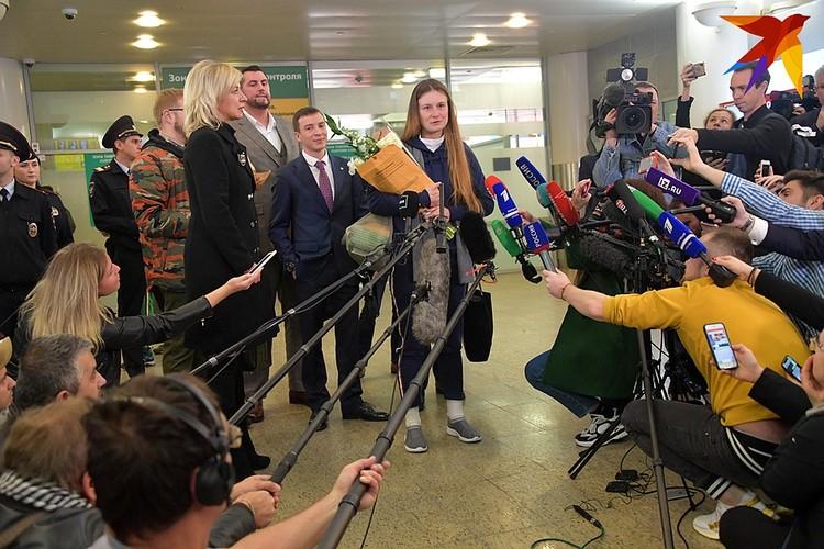 Бутину в аэропорту Шереметьево ждали десятки журналистов.