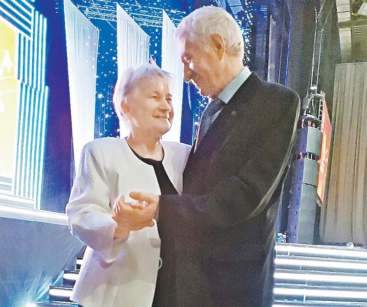 Танкист Василий Лапчев пригласил на танец студентку Лилию на вечере под Новый, 1969 год, и с тех пор они уже не разлучались. Автор фото: Алена БУРЦЕВА