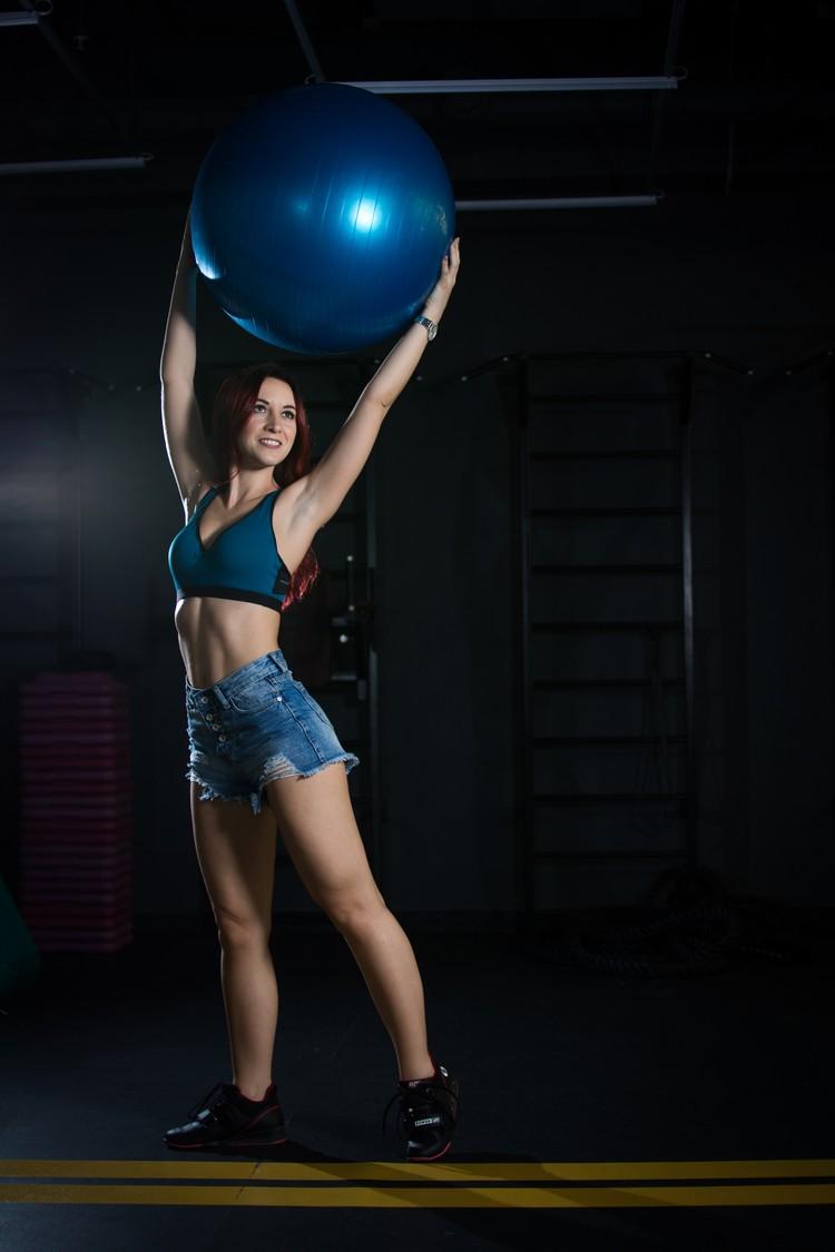 Когда прекращаешь заниматься железом, первое время тело сохраняет тонус.