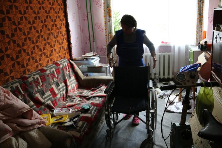 Весь мир Юрия - это две комнаты хрущевки, между которыми может проехать коляска