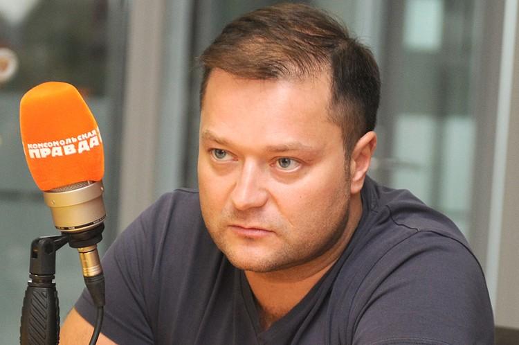 """Никита Исаев в студии Радио """"Комсомольская правда""""."""