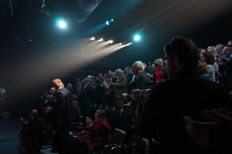 В финале представления зал аплодировал стоя. Фото: Наталья ТИХОНОВА