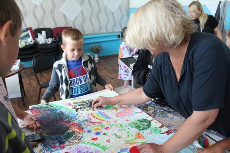 Художественные мастер-классы в селе провели сотрудники Радищевского музея Фото: vk.com/nevezhkino_village