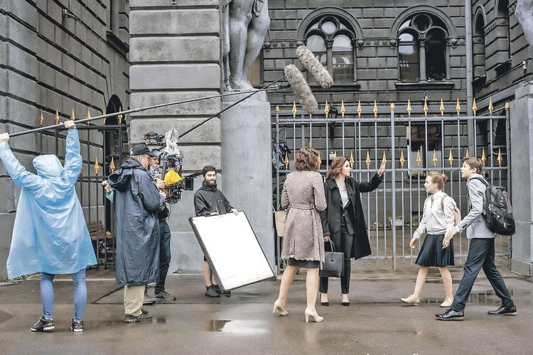 В «Хорошей жене» много сцен, снятых не в павильоне, а на натуре, что помогает глубже погрузиться во вселенную сериала. Фото: Канал НТВ