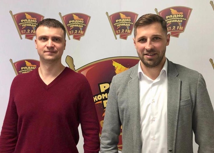 Владелец и руководитель двух диагностических франчайзинговых лаборатории «Гемотест» Василий Строганов (слева) и ведущий Максим Коряко.