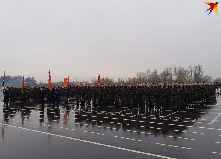 В бригаде служит почти 2000 человек.