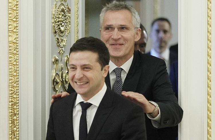 Владимир Зеленский и генсек НАТО Йенс Столтенберг после переговоров в Киеве.