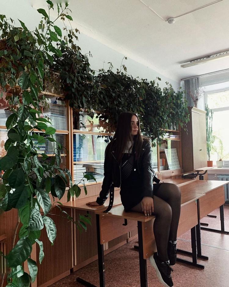 Из школы девушка ушла после девятого класса. Фото: instagram.com