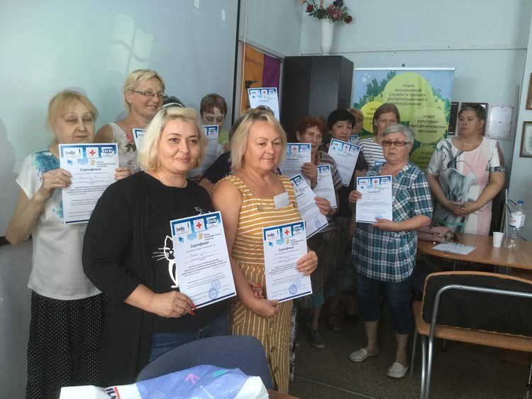 Обучение в школе квалифицированных сиделок уже прошли 100 социальных работников и 10 сотрудников хосписных отделений. Фото: 1redcross-rostov.ru/мы-с-вами/