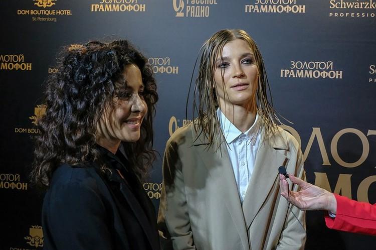 Группа «Две Маши», которая взорвала шоу-бизнес хитом «Мама, я танцую», тоже получила статуэтку