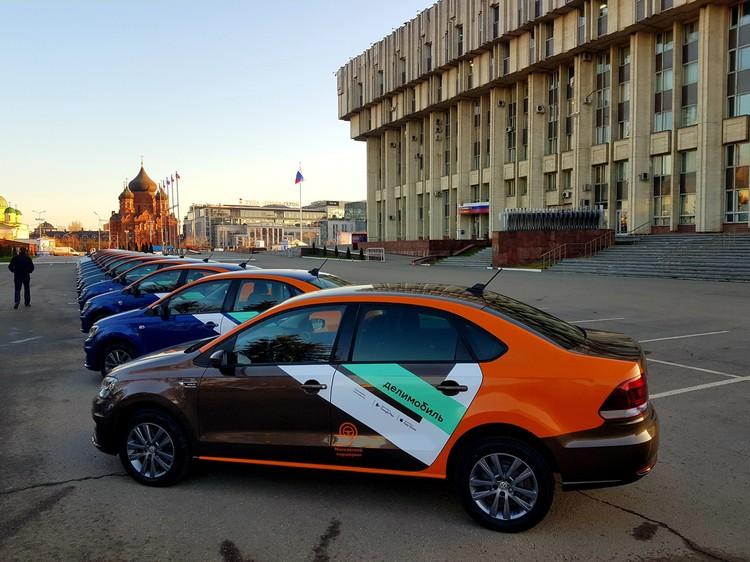 """Для Тулы поминутная аренда автомобилей """"Делимобиль"""" - новинка, а для москвичей знакомый сервис, который стал удобнее."""